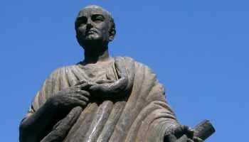 Modern statue of Seneca in Córdoba