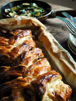 Bibliocook.com - Sausagemeat, Courgette and Apple Plait