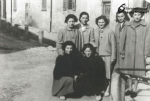 Le ragazze  del Capo  Sopra vicino al Fontanile