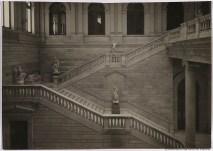 Escalera principal de la Biblioteca Nacional