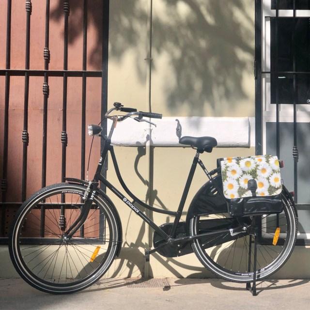 Alforjas bicicleta S –Margaritas (negro, blanco, amarillo) - Beck2
