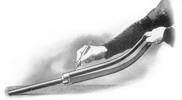 Fileteado de las horquilla de una bicicleta a mano