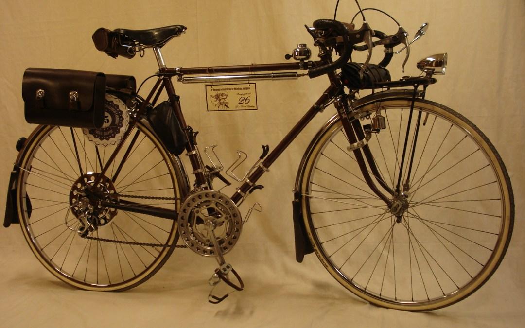 Bicicleta randonneur marca Universal