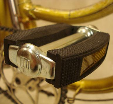 Pedal con bloque de goma negro y reflector NOS