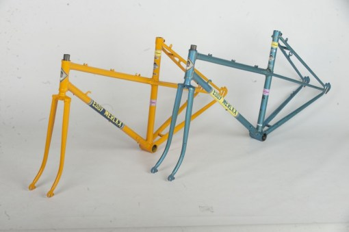 Restauración Taller Pintura Bicicleta antigua color azul amarillo