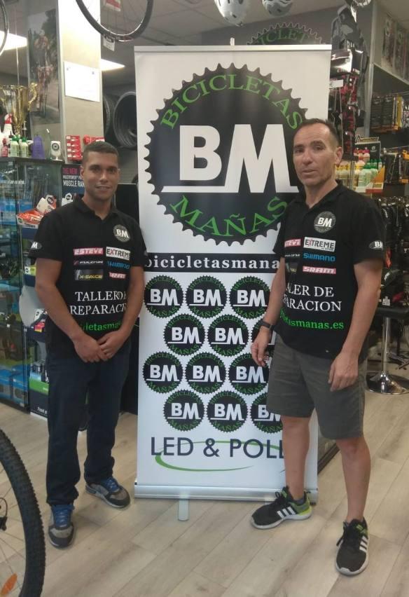 Equipo de mecánicos de BM