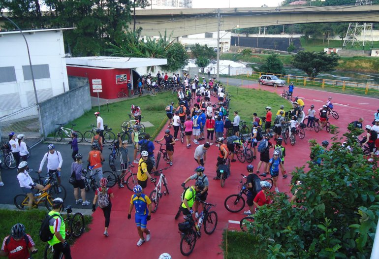 Dia do Desafio do 1º DBM em 2012, cerca de 150 ciclistas