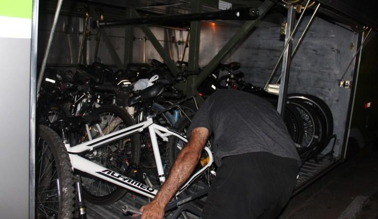 Com jeitinho cabem muitas bikes nos bagageiros dos ônibus