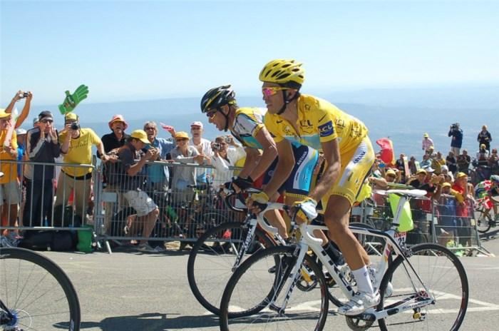 Alberto Contador in maglia gialla e Lance Armstrong sul Mont Ventoux al Tour 2009