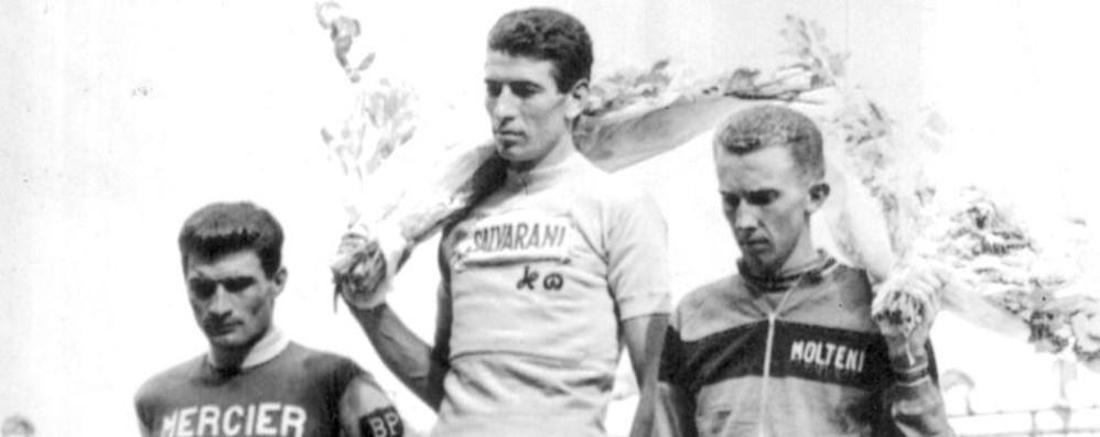 Felice Gimondi in trionfo al Tour 1965