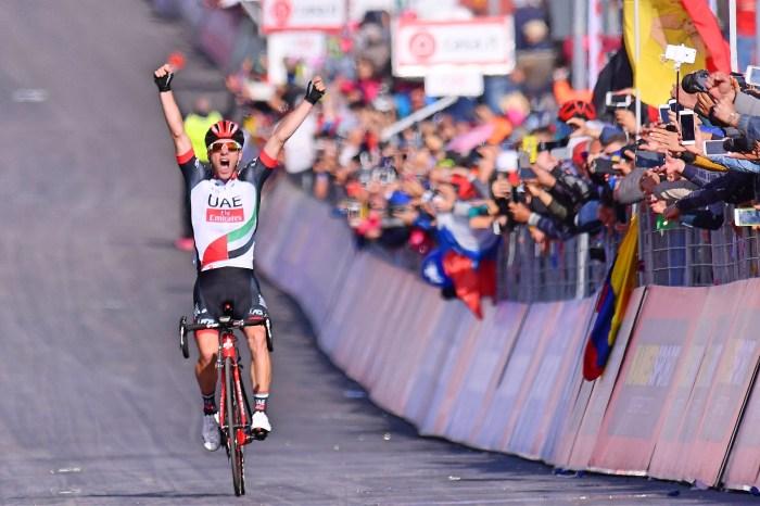 La gioia dello sloveno Jan Polanc (UAE Team Emirates), primo sull'Etna al Giro 2017 (roadcyclinguk)