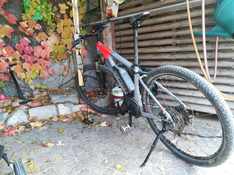 Una delle emtb presenti nel bike parking del Pineta (Riccardo Tempo)