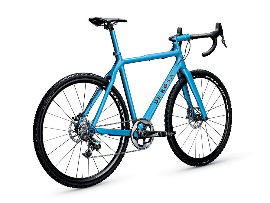 Gravel bike De Rosa Sfida, grande novità proposta al pubblico dal brand fondato da Ugo De Rosa a Milano (derosanews.com)