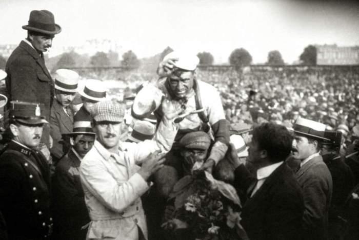 Eugène Christophe (Parigi 1885 - 1970) in maglia gialla dopo la prima tappa del Tour 1919 (cycling-passion.com)
