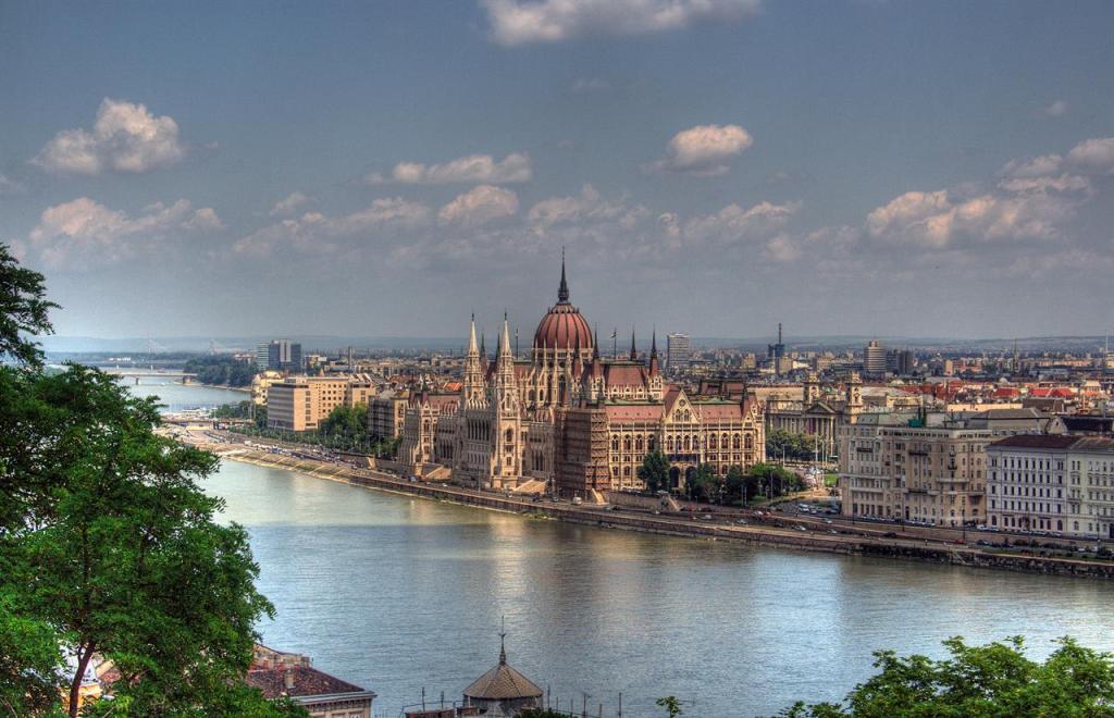Immagine panoramica di Budapest, città nata ufficialmente nell'anno 1873 grazie all'unione di Buda e Óbuda con l'abitato di Pest