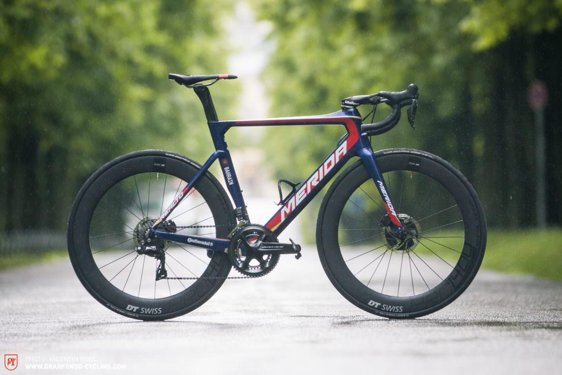 Foto della bici da corsa Merida Reacto Disc Team-E (immagine dal portale granfondo-cycling.com)