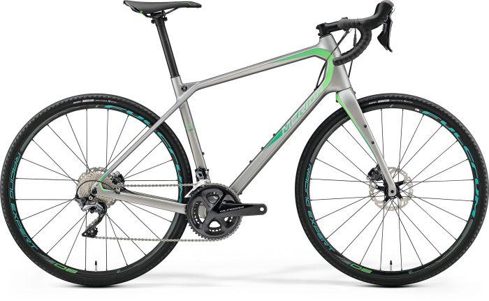 Gravel bike Merida Silex 7000: gruppo meccanico Shimano Ultegra Disc 11v (50/34, 11-34) e gomme Maxxis Razzo 700x35C (merida-bikes.com photo)