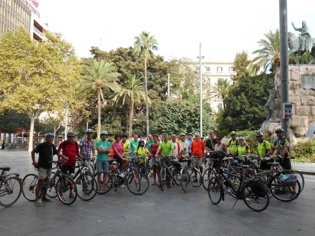 Minuts abans de la sortida, a pça. d'Espanya