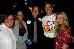 (L-R) w/Laura McDiarmid & daughter, Peter Ladner & Melissa DeGenova @ Cambie Hostel