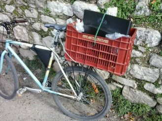 I wanted to give away my big screen to my brother. I used big rope to make the crate relatively secured on the pank and then on the seatpost. Then the bungee cord to keep the screen from wiggling around. Used also some plastic bags to make the screen stable inside the crate.