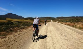 The find of the trip, a fantastic gravel road pass towards Doornrivier.