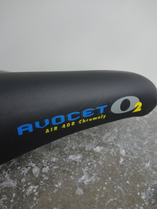 Avocet O2 Air 40R saddle for MTB and road
