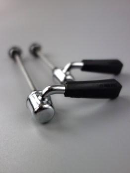 Shimano Deore XT M730 wheel quick release skewers