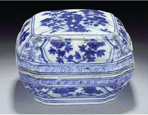 Jiajing Square Porcelain Box
