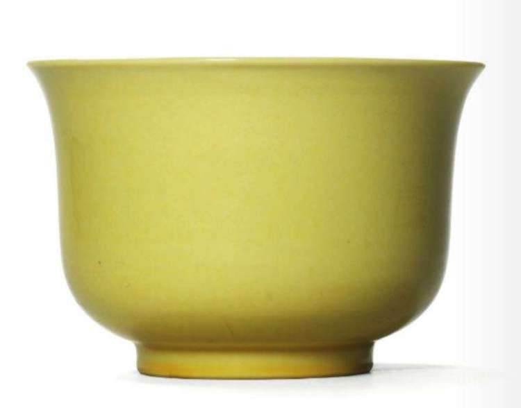 Yellow enamel Xuande bowl