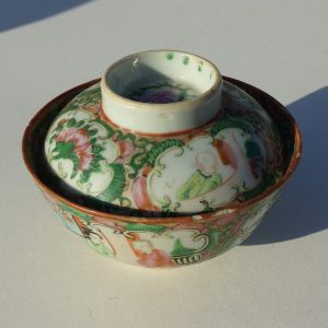19th Century Chinese Export Covered Bowl in Rose Mandarin