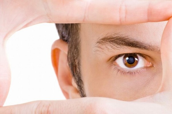 16993270_s-1-600x399 男性も必見!眉毛を再び生やす5つの方法!太い眉毛を取り戻すには?
