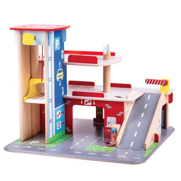 garage en bois coloré avec 2 étages et 1 ascenseur
