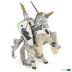 Maître des armes et son cheval blanc licorne