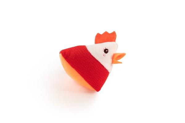 La poule est en forme de cône dans ce lot de hochets des animaux de la ferme.