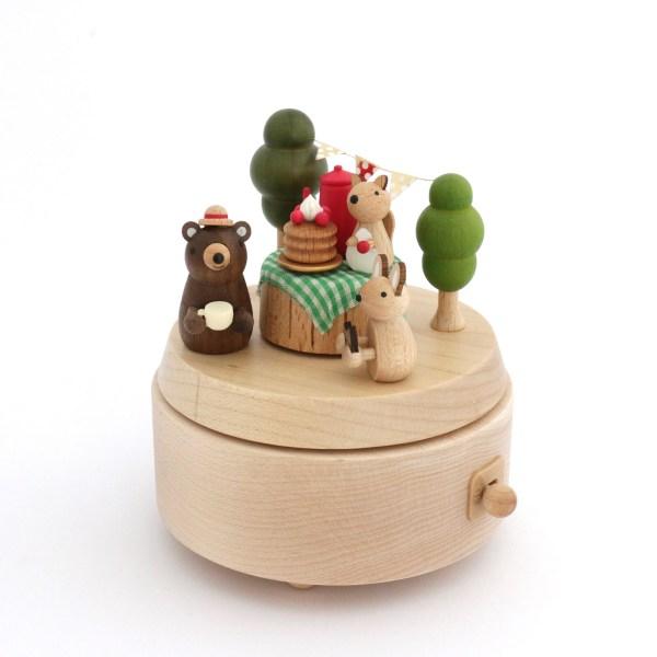 Boîte à musique pique-nique avec un ours un lapin et un écureuil