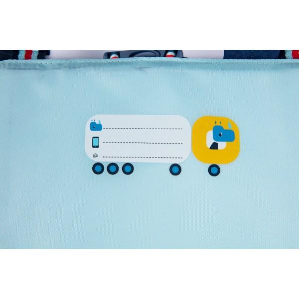 Une étiquette est prévue à l'intérieur du cartable En route pour inscrire son nom et même l'email et le numéro de portable de papa ou de maman !