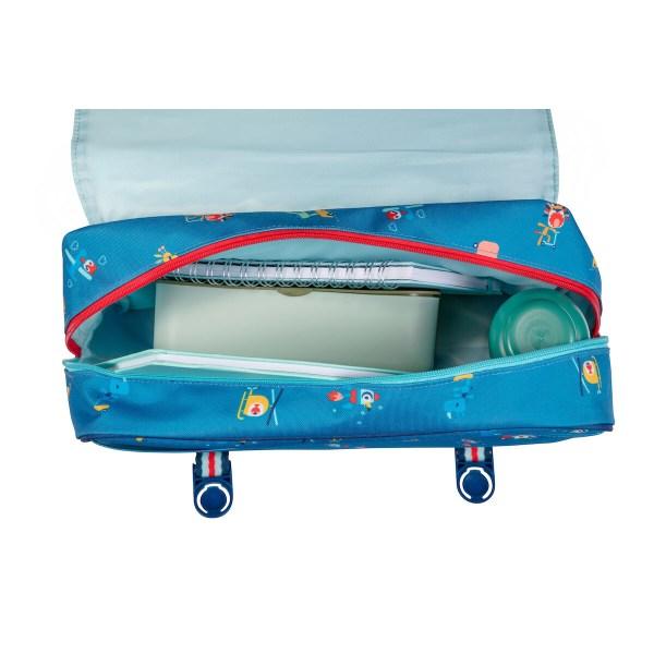 Le cartable En route est imperméable et peut donc affronter les intempéries mais aussi se laver très facilement.