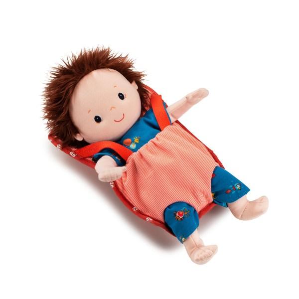 Le porte bébé est un accessoire de poupée indispensable qui permet de ne jamais se séparer de sa poupée ou de son doudou favori !