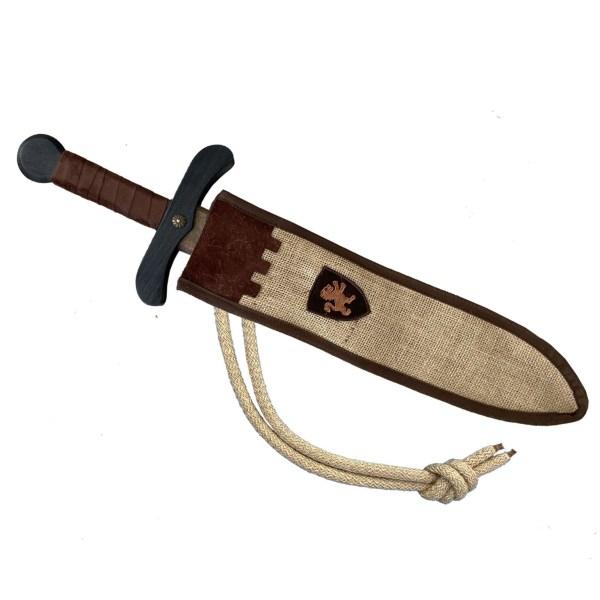 petite épée rustique en bois de couleur sombre avec son fourreau agrémenté d'un écusson lion