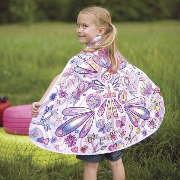 Cape à colorier modèle fée, portée par un enfant