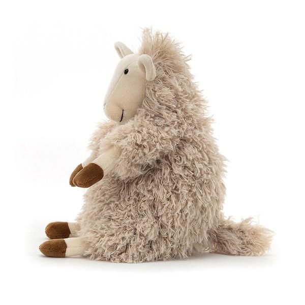 Sherri a de longs poils de couleur beige et de jolis sabots couleur chocolat. Son museau, se oreilles et ses pattes sont en feutrine beige clair.