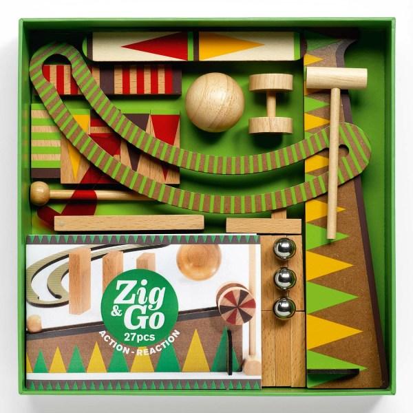intérieur de la boite Zig & Go Curve avec les dominos en bois les billes et les accessoires du circuit