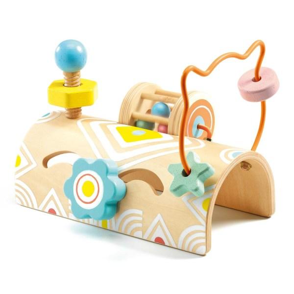 BabyTabli jeu de découverte en bois avec des anneaux à faire glisser sur un fil de fer un écrou à visser une petite cage avec des billes qui font du bruit et un objet à faire glisser