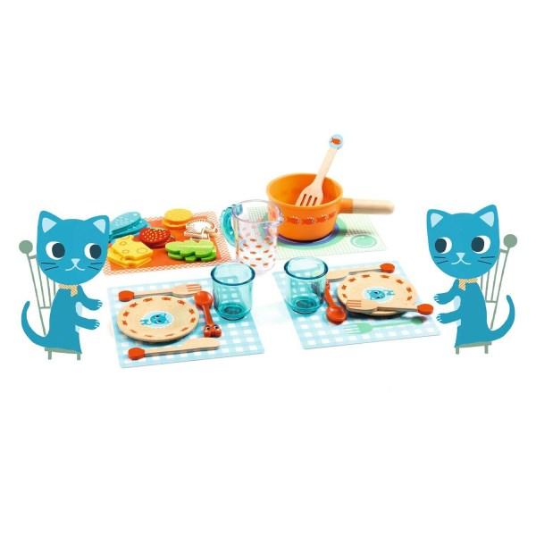 À table les chats un ensemble d'accessoires de dinettes pour 2 avec assiettes couverts verres casseroles et aliments en feutrine