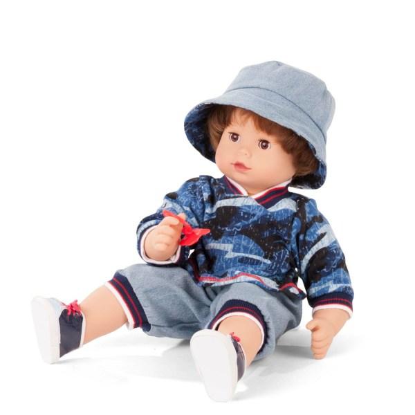 Poupée Maxi Muffin Garçon avec un chapeau gris et des habits dans les tons bleus