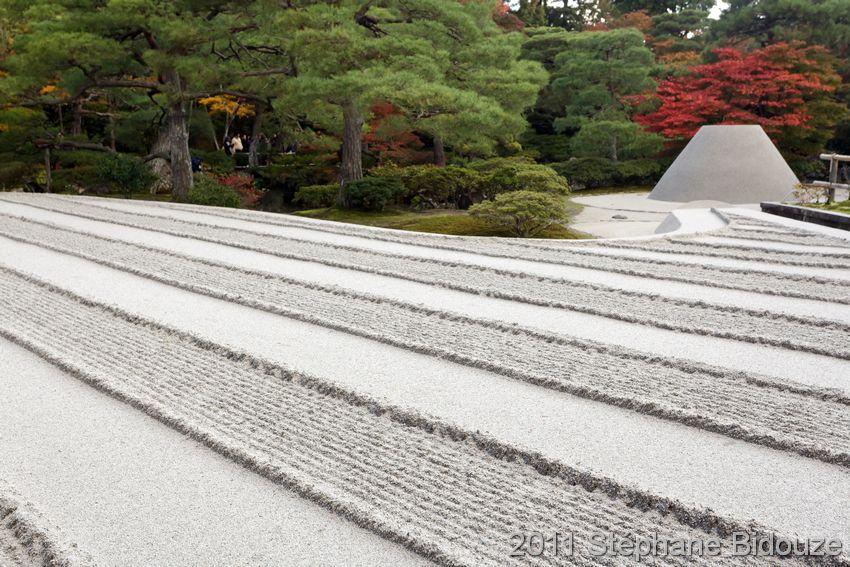zen garden sand pattern