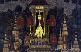 emerald buddha statue