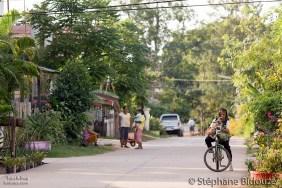 Le village aux tortues, rue paisible et fleurie