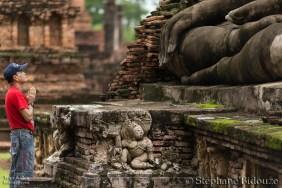 prayer-sukhothai-thailand-buddhist