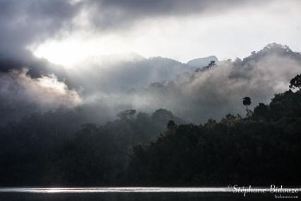 brume-soleil-lac-thailande
